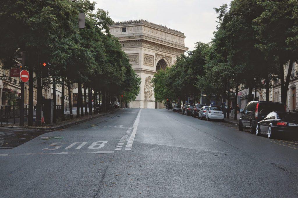 hello freckles paris day 1 arc de triomphe