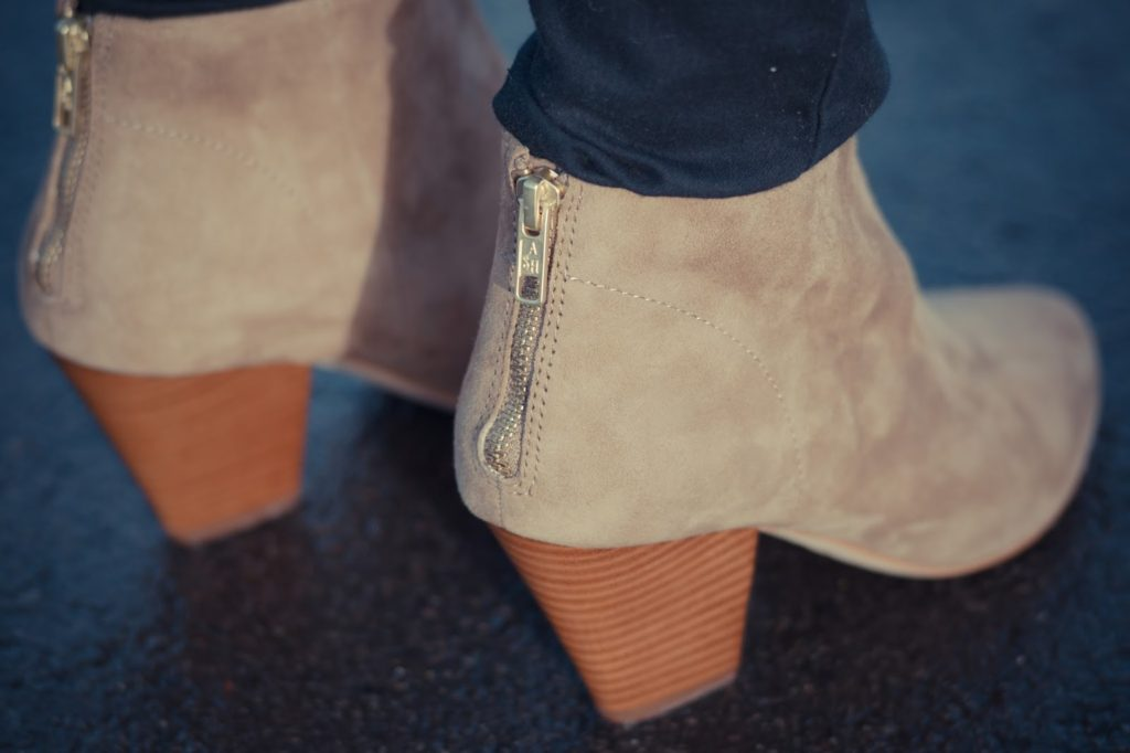 Hello Freckles Ash Golden Bis Boots Close Up