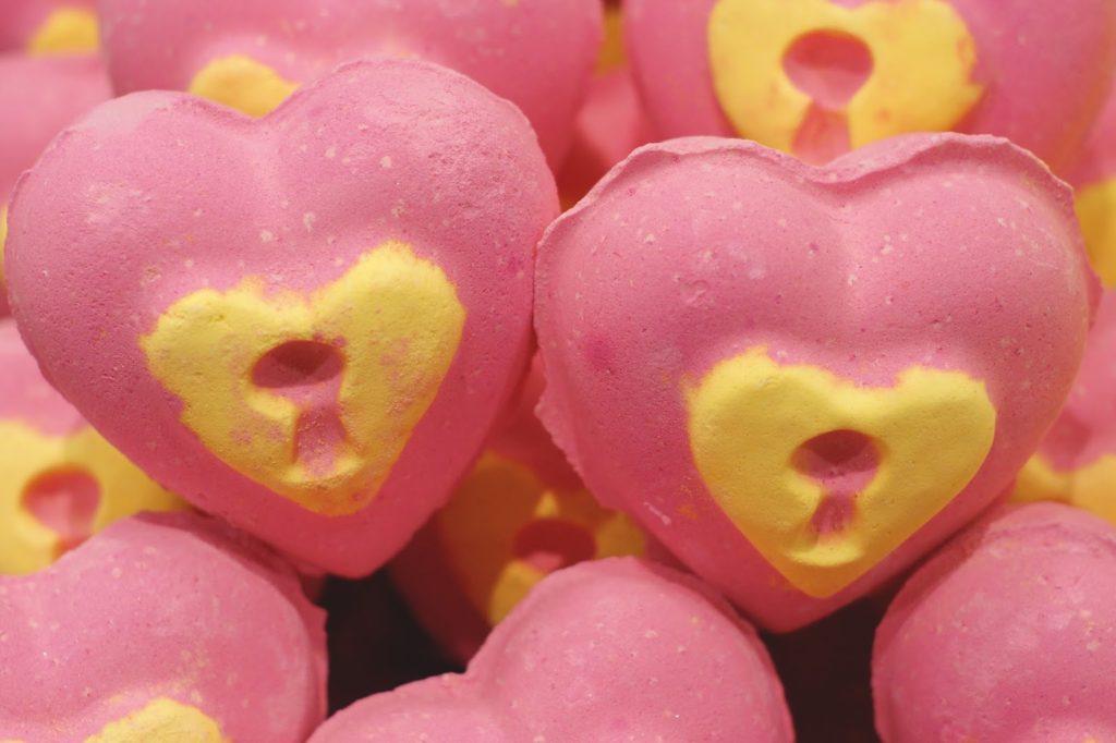 Hello Freckles Lush Valentine's Day Love Locket Bath Bomb