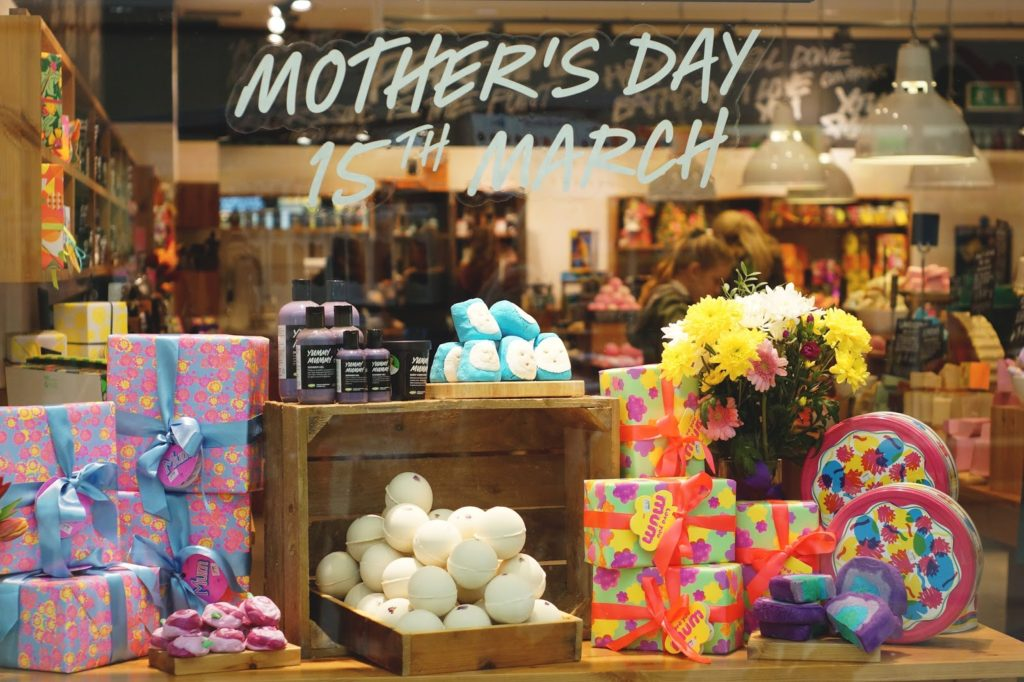 LUSH Mother's Day 2015 Window Display nebloggers