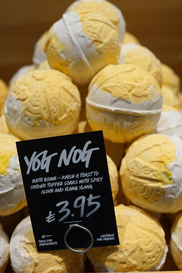 Hello Freckles LUSH Christmas 2015 Yog Nog Bath Bomb